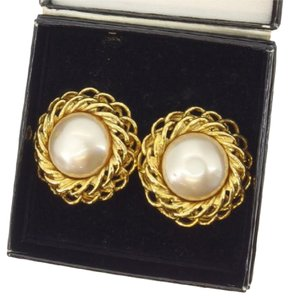 Chanel Auth CHANEL Earring accessories Ladies round form Pearl with pearl beige gold