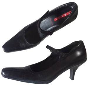 Prada Size 7 Black Pumps