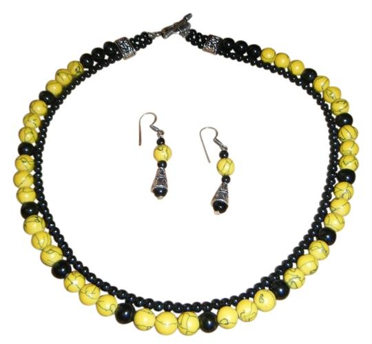 unknown Yellow and Black Beaded Choker Necklace with Earrings