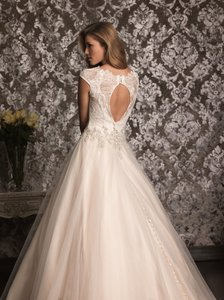 Allure Bridals Allure 9022 Wedding Dress