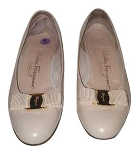 Salvatore Ferragamo Vara Pump Leather Ivory Pumps