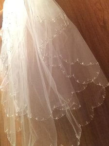 David's Bridal White Short Beaded Tear Drop Scallop From Bridal Veil