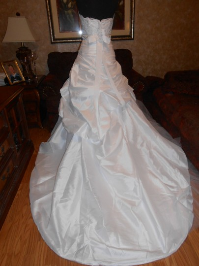 Enzoani White Taffeta/Tulle Noreen Modern Wedding Dress Size 6 (S)