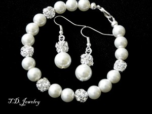 Cream Of 7 Pearls Bracelets and Earrings New Item Jewelry Set