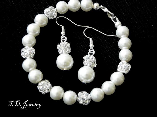 Item - Cream Of 7 Pearls Bracelets and Earrings New Item Jewelry Set