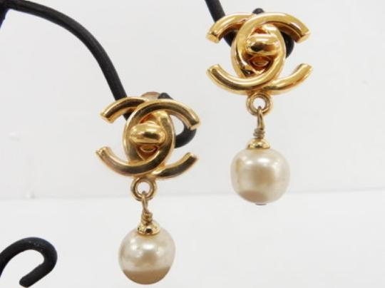 Chanel Auth CHANEL Earrings CC logos Faux Pearl Gold tone DROP DANGLE Clip-On 96P Image 1