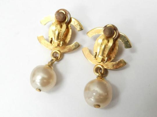 Chanel Auth CHANEL Earrings CC logos Faux Pearl Gold tone DROP DANGLE Clip-On 96P Image 4