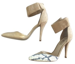 Mia Shoes Gold and tan Pumps
