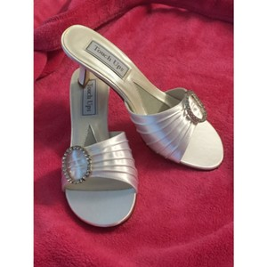 Touch Ups White Mules/Slides Size US 6.5 Regular (M, B)