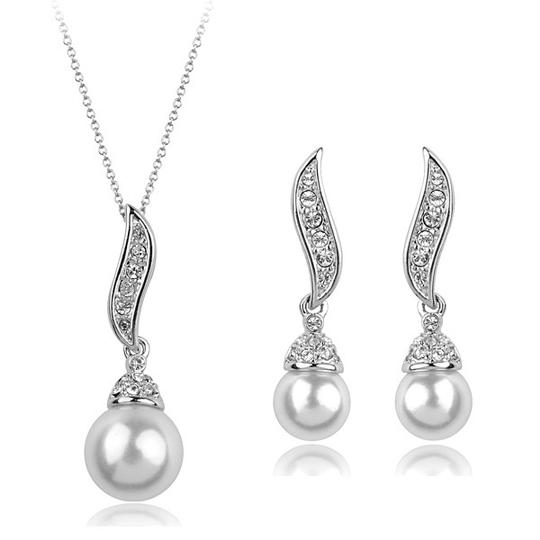 White / Ivory Of 6 Necklace and Earrings Bridesmaid Gift Jewelry Set Image 1