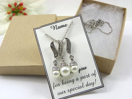 White / Ivory Of 6 Necklace and Earrings Bridesmaid Gift Jewelry Set Image 5