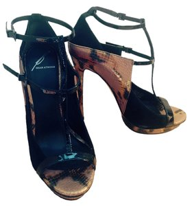 Brian Atwood Snake Heels Stiletto Evening Club High Heel High Designer T Strap T-strap Peep Toe black, gold/bronze snakeskin Formal