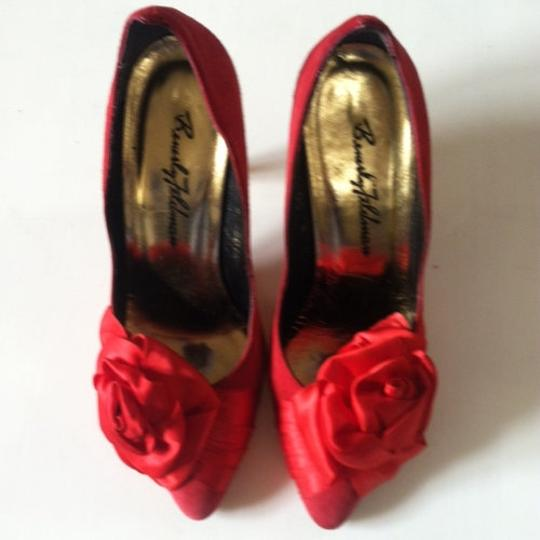 Beverly Feldman Size 5.5 Red Pumps