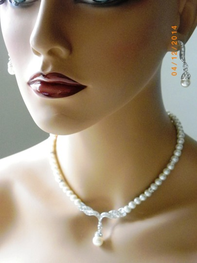 White Earl Necklace and Earring Single Strand Pearl Necklace Round Ivory Pearl Necklace Bridesmaid Gift Jewelry Set