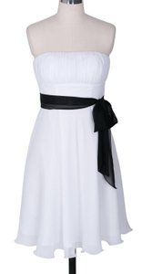 White Chiffon Strapless Pleated Bust W/ Sash Formal Bridesmaid/Mob Dress Size 2 (XS)