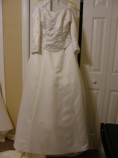 VENUS 8324 Wedding Dress
