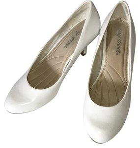 Easy Street White Pumps