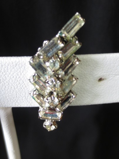 Unknown Vintage Art Deco Style Rhodium Back Baguette Rhinestone Clip On Earrings