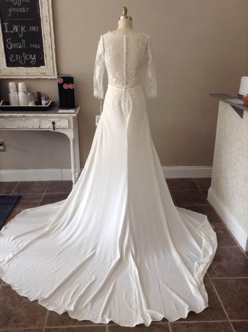 Item - Ivory/Nude Lace Tane Modest Wedding Dress Size 8 (M)
