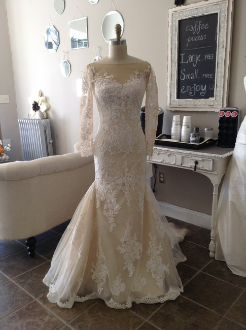 Item - Off White/Nude Lace Tibet Modest Wedding Dress Size 10 (M)
