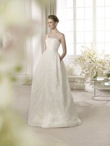 St. Patrick Off White Satin / Tulle / Chantilly Lace Amsterdam Modern Wedding Dress Size 10 (M)