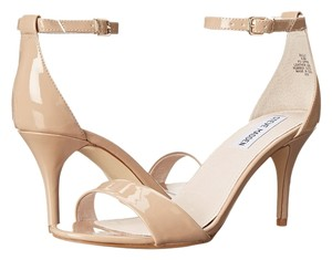 Steve Madden Silly Blush Patent Size 6.5 M nude Sandals