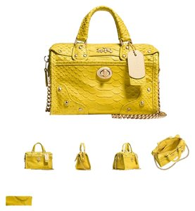 Coach Satchel in Light gold yellow
