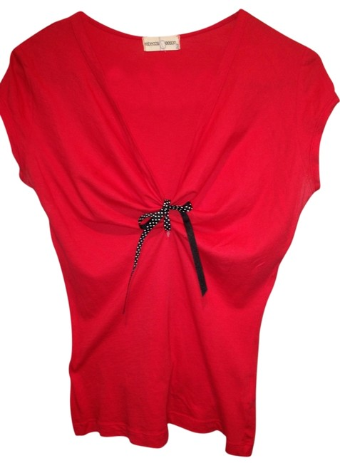 Item - Red V-neck Tee Shirt Size 8 (M)