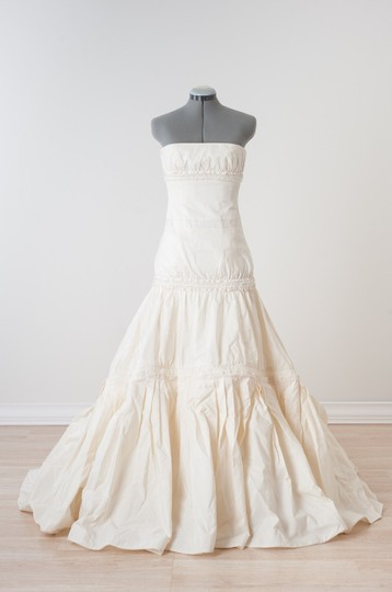 Vera Wang Ivory Dutchess Satin Bettina Formal Wedding Dress Size 8 (M) Image 3
