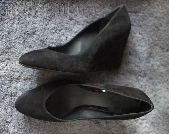 B Brian Atwood 8.5 Suede Pointed Toe Leather Toe black Wedges
