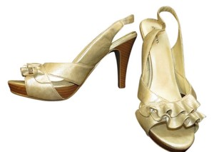 Xhilaration Gold Wavy Ribbon Pump Gold-Pewter Pumps