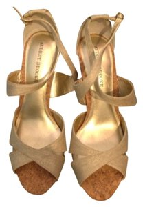 Audrey Brooke Natural wnGild Sheen Sandals