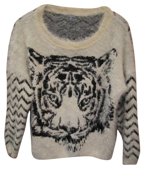 Preload https://item4.tradesy.com/images/charlotte-russe-black-and-off-white-crew-neck-long-sleeve-soft-comfortable-tiger-face-zig-zag-print--8673898-0-1.jpg?width=400&height=650