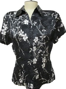 Petite Sophisticate Top Black & White Floral