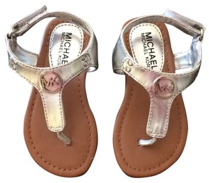 25f3885e7055 Michael Kors Sandals - Up to 90% off at Tradesy