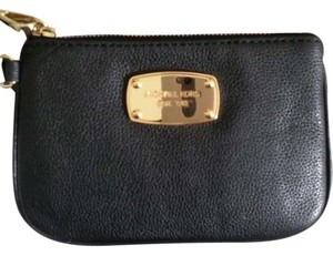 Michael Kors Signature Wallet Jet Set Item Wristlet in black