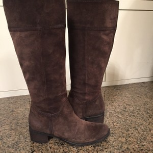 Nine West Brawn Chocolate Suade. Boots