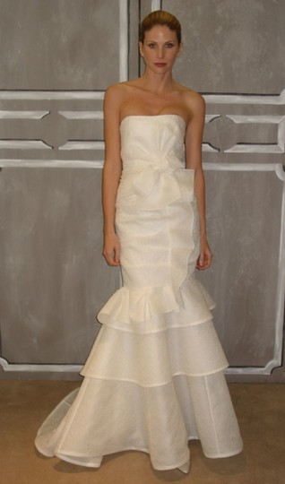 Carolina Herrera Ivory Silk - Devon Modern Wedding Dress Size 2 (XS)