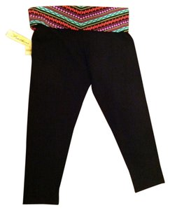 Feathers Yoga Native Aztec Capris Tribal Print & Black