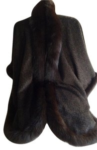 Alpaca Fox Trim 100% Cape
