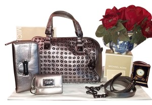 Michael Kors Includes Zip Around & Id Wallet On Trend Grommets Gunmetal Hardware Stunning Convertible Crossbody Pristine Hardware Ag Satchel in Pewter&Gunmetal Metallic