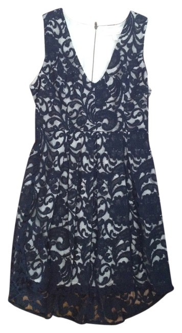 Preload https://img-static.tradesy.com/item/872628/black-and-beige-knee-length-workoffice-dress-size-4-s-0-0-650-650.jpg