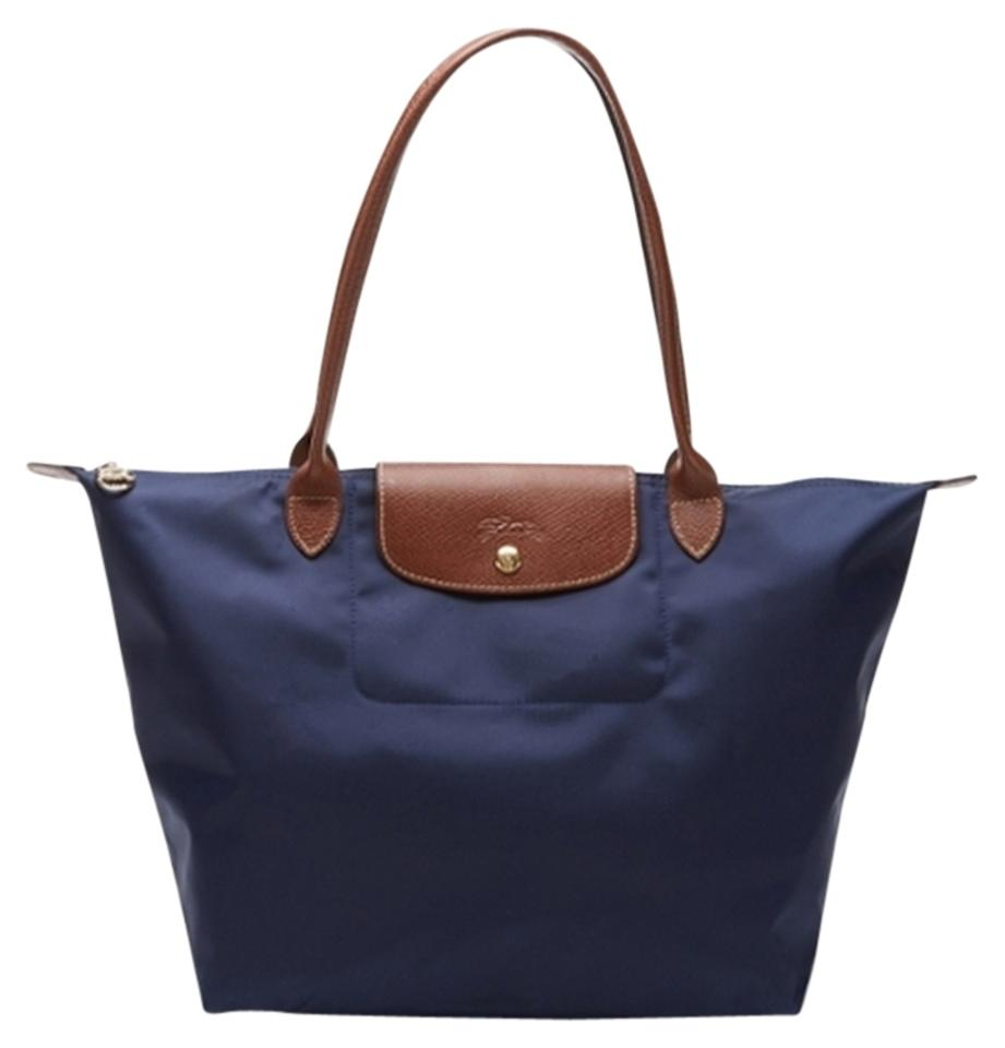 Make a statement and simplify your life with Longchamp Large Le Pliage Shoulder Tote luxury handbags versatile enough to transition from work to evening regardless of the occasion The professional elegant silhouette of these nylon handbags makes a positive impression on everyone from your boss to your peers Its universal appeal is undeniable it comes from a commitment to using the absolute.