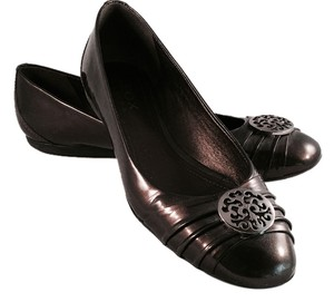 Geox Patent Brown bronze with silver-colored medallion Flats