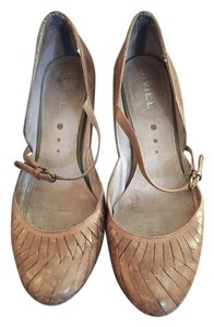 Bivel Brown Pumps