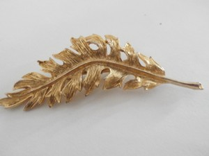 Vintage Gold Tone Leave Pin Brooch