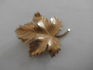 Vintage Signed V20 12k G.f.gold Tone Leaves Pin Brooch