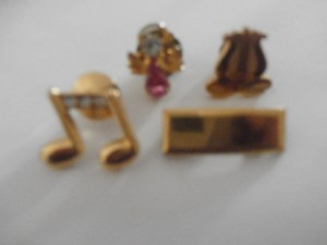 Vintage 4 Small Goldtone Pin