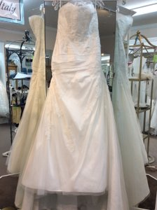 Enzoani Magnolia Tulle and Lace Faya Blue By E Traditional Wedding Dress Size 12 (L)
