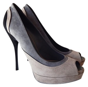 Gucci Gray Black Pumps